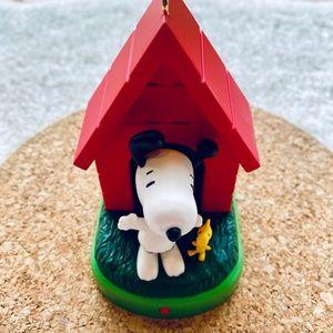 Hallmark Sound & Motion Peanuts Ornament NWT